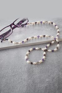 Pearl & Gemstone Glasses Holder