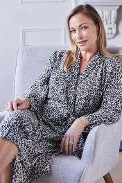 Women's cashmere robe in leopard print
